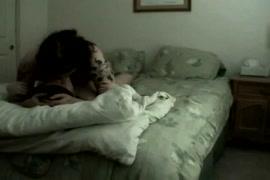 زوجة الساخنة cuckolds الزوج مع بي بي سي بينما بعل في العمل.