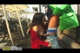 العارضات الآسيوية العاريات والمثيرات والفتيات المراهقات في الأماكن العامة.
