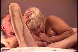 أنا أحب أن أمارس الجنس مع صاحب الديك في المؤخرة.