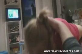 فتاة nympho تمتص ديك أبيها حتى يفسد على وجهها.