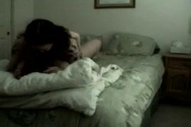زوجة ساخنة استغل من قبل جارها بينما زوجها في العمل.