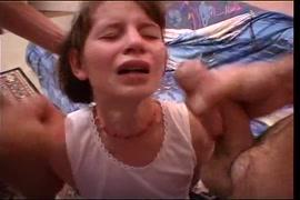 لطيف صغيرتي في سن المراهقة مارس الجنس في الحمار.