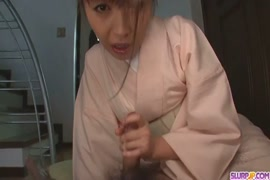 مثير الآسيوية في سن المراهقة يعطي اللسان لطيف.