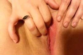 يلعب bbw مع كبير الثدي مثل المؤخرة الكبيرة في الحمام.