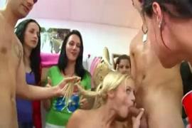 طلاب الكلية عارية على التوالي الساخنة أفلام الصبي عارية.
