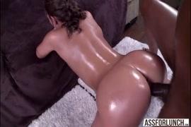 زوجة الساخنة جيسيكا ب. مارس الجنس من الصعب الديك الأسود.