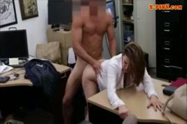 أول مرة تمارس فيها امرأة الجنس في المؤخرة.