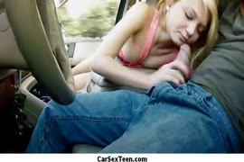 سخيف في السيارة مع أخي.