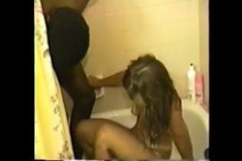 مارس الجنس وقحة في الجزء الخلفي من الحمام.
